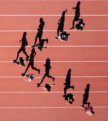 Runners in V shape on the trackfield