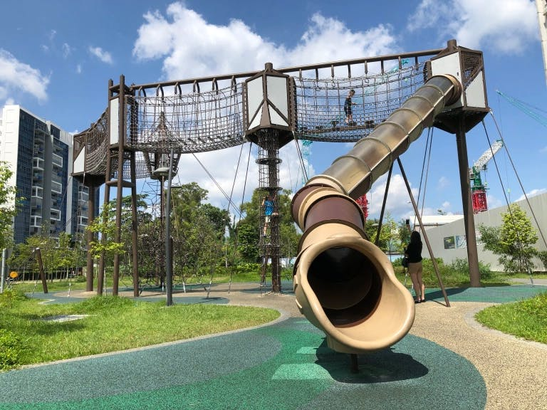 Located within walking distance from Parc Central Residences, Tampines Green Forest Park is an ideal place for children to spend the afternoon exploring the cargo net course and playground.
