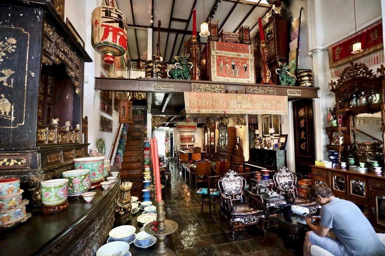 The Intan Museum at Joo Chiat Terrace showcases Peranakan Culture.