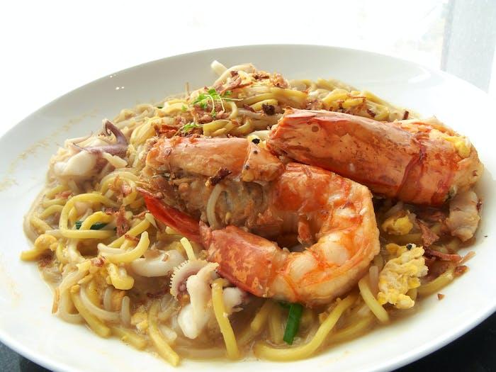 Embark on a gastronomic adventure at Pasir Panjang Food Centre