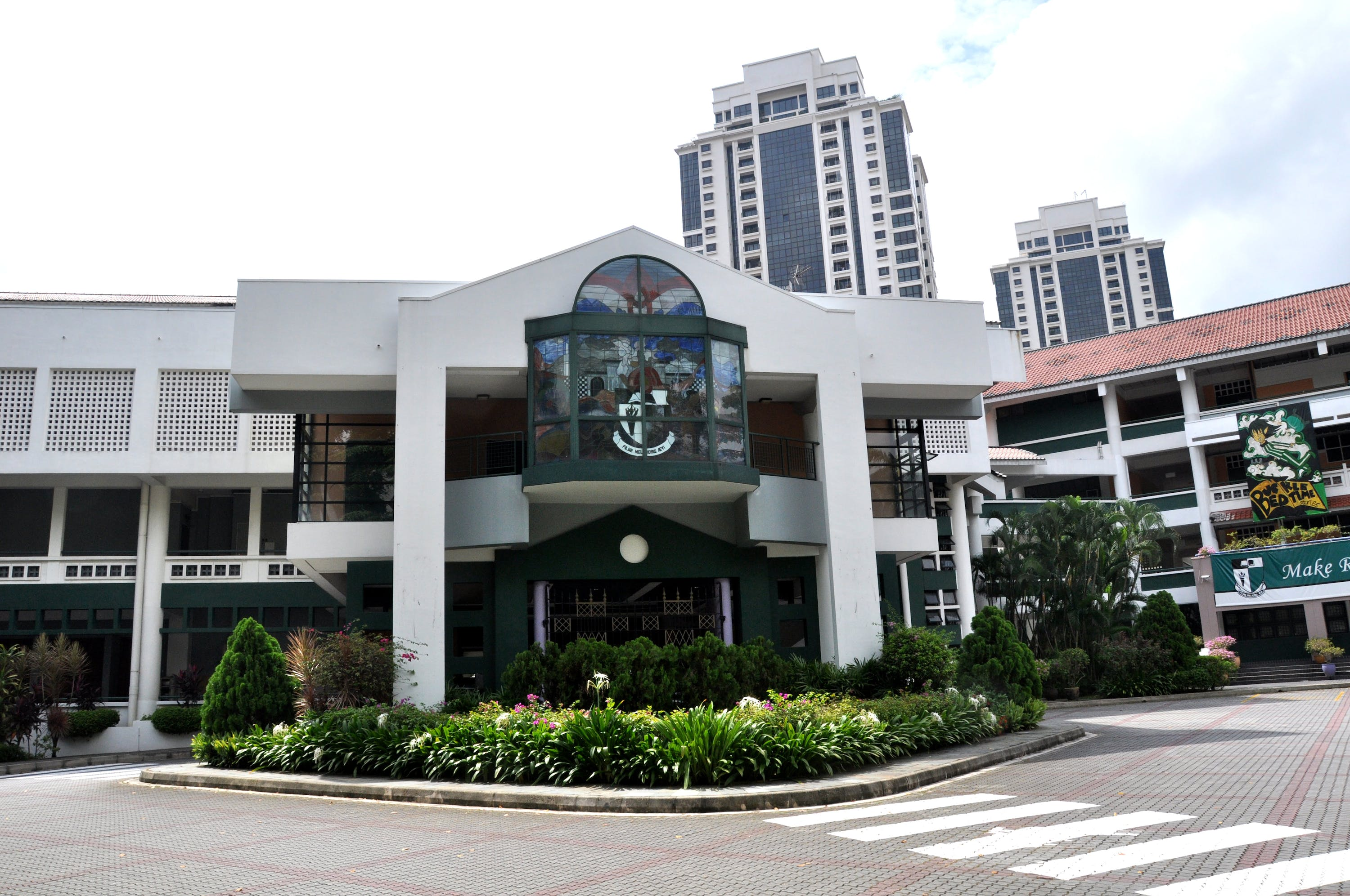 Singapore Chinese Girl's School is also a potential education choice for Midwood residents, as it is along Bukit Timah.