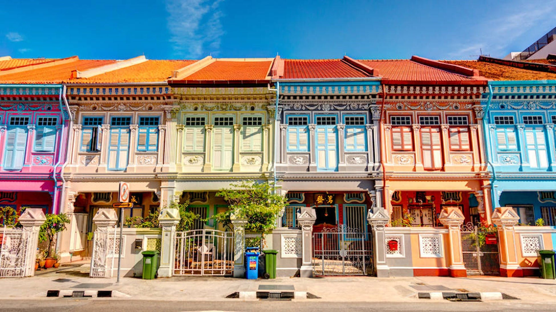 The gastronomically rich neighbourhood of Katong and Joo Chiat are minutes away from Dunman Residences, making it a perfect locale for weekend brunches and dinners with friends.