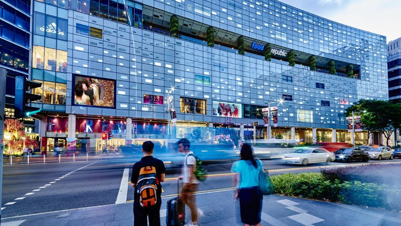 The Iveria is very close to shopping destinations like Orcahrd Gateway and 313 @ Somerset.