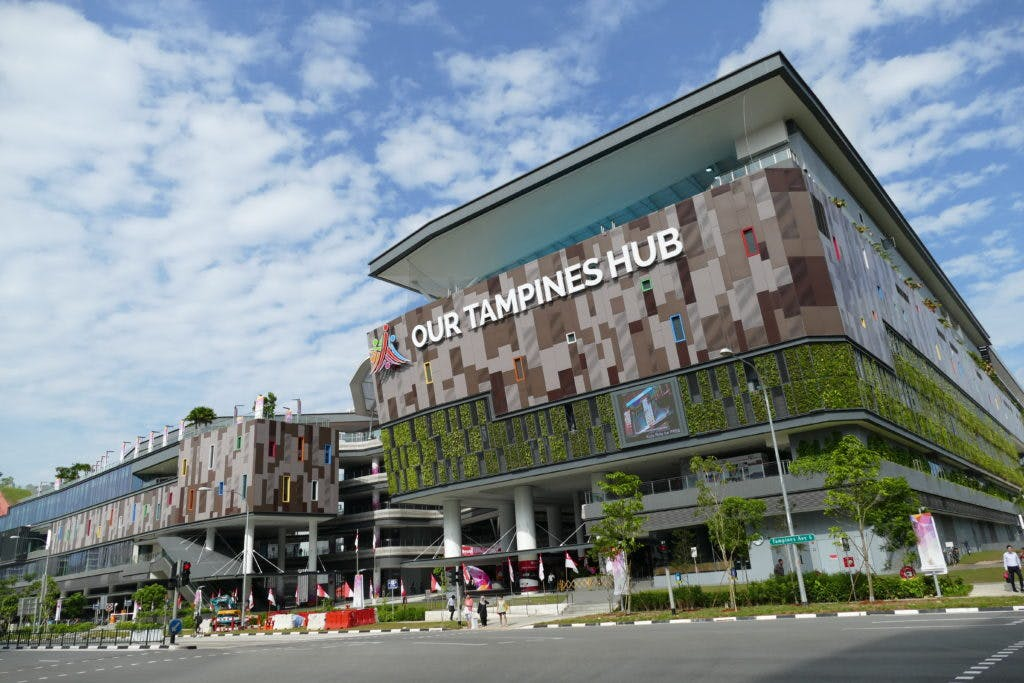 Our Tampines Hub can be Parc Central residents' go-to hub for every sports related activity, includng badminton, soccer, gym, bowling and many more.