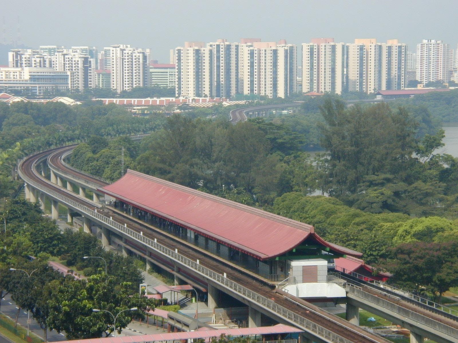A scenic Lakeside MRT.