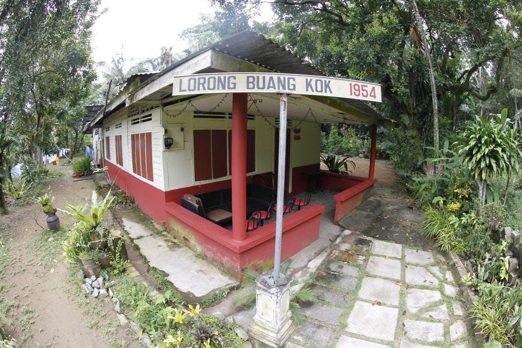 Kampong Lorong Buangkok street sign and home