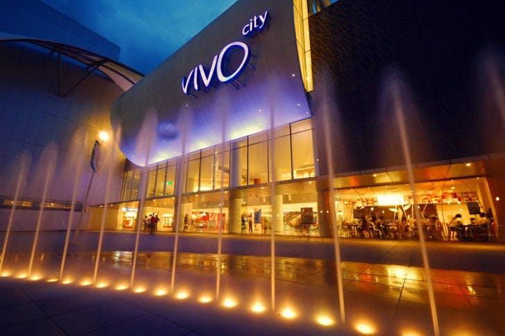 VIvoCity evening fountain