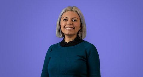 Ada's new Spanish language copywriter, Elba, in front of a purple background.