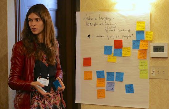Lauren Ponisio facilitating discussion