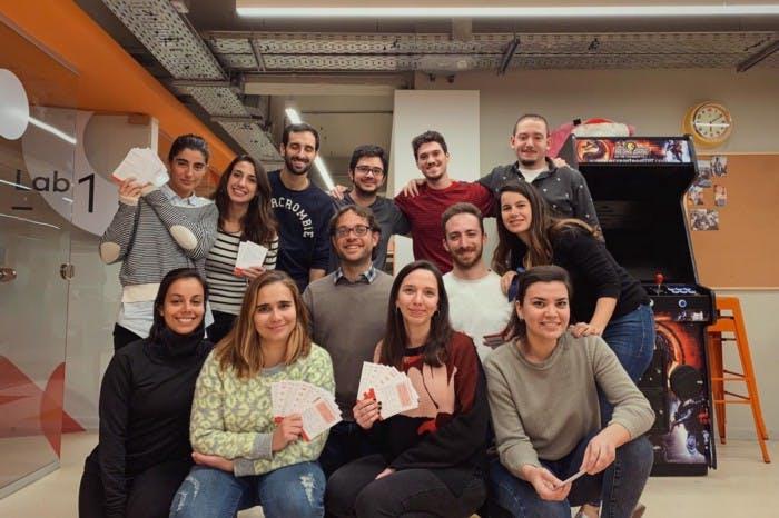 Foto de un grupo de 13 personas que participo del taller de coaching.