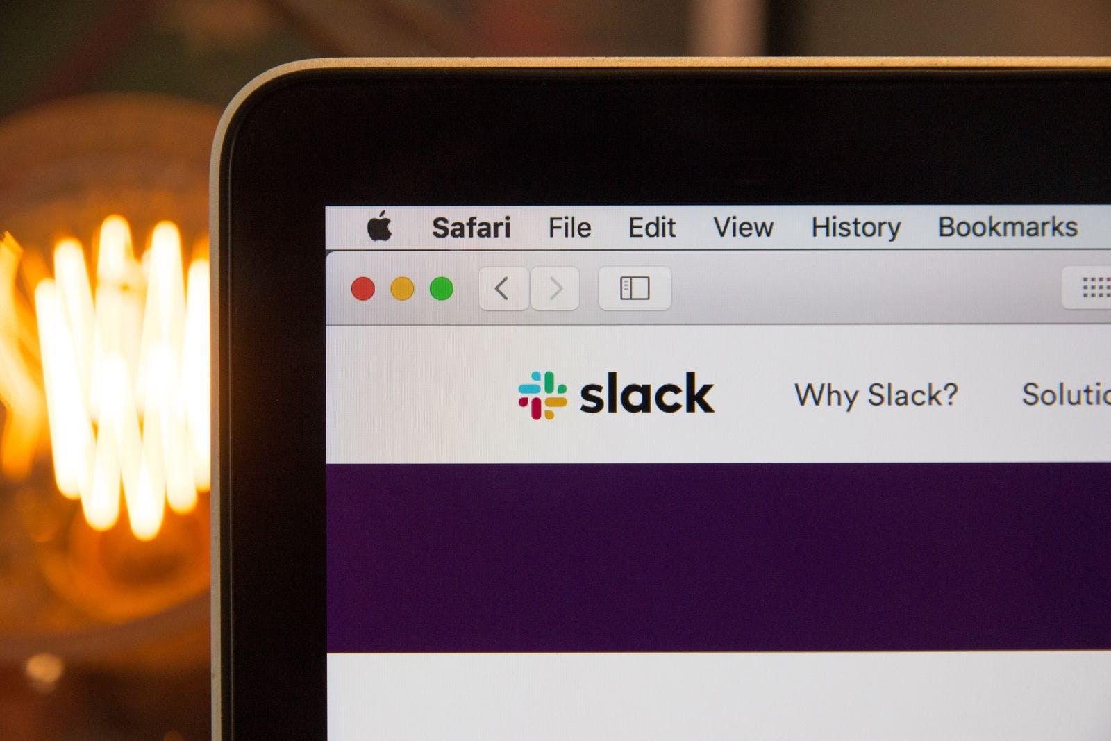 Pantalla ventana de Slack en una computadora