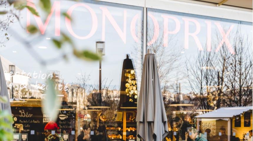 Vitrine du magasin Monoprix de Paris