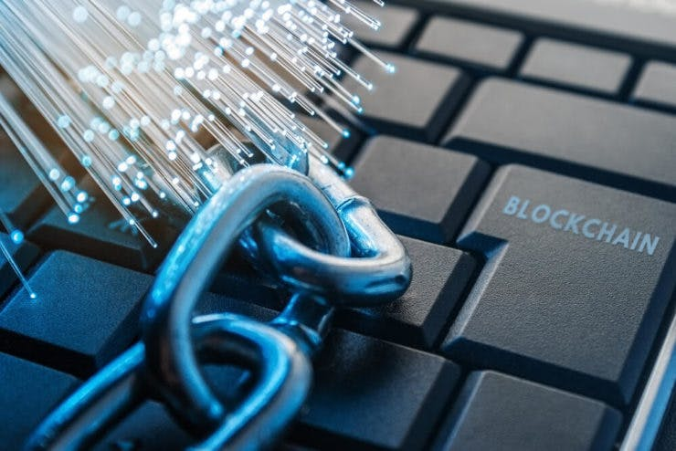 """Picture of a chain on a keyboard with """"Blockchain"""" written instead of """"Enter"""" on enter button"""