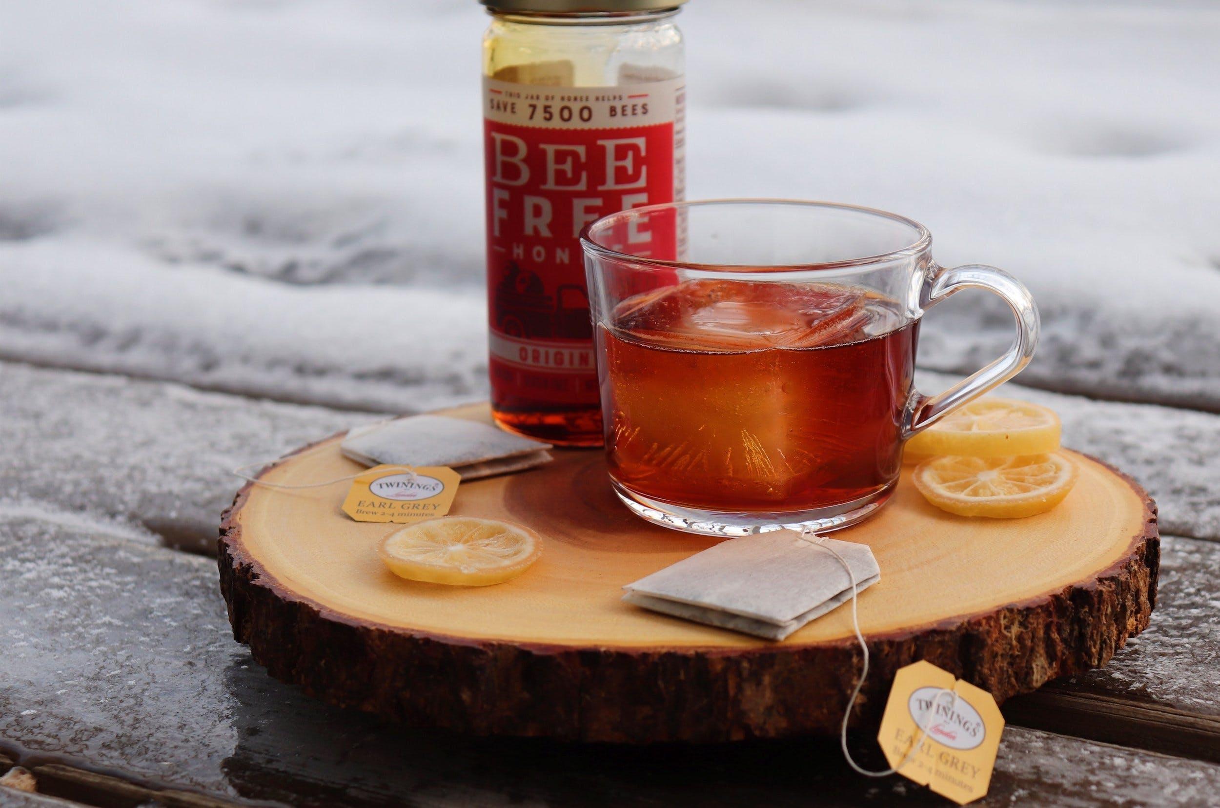 vegan ea-based cocktail with vegan honey