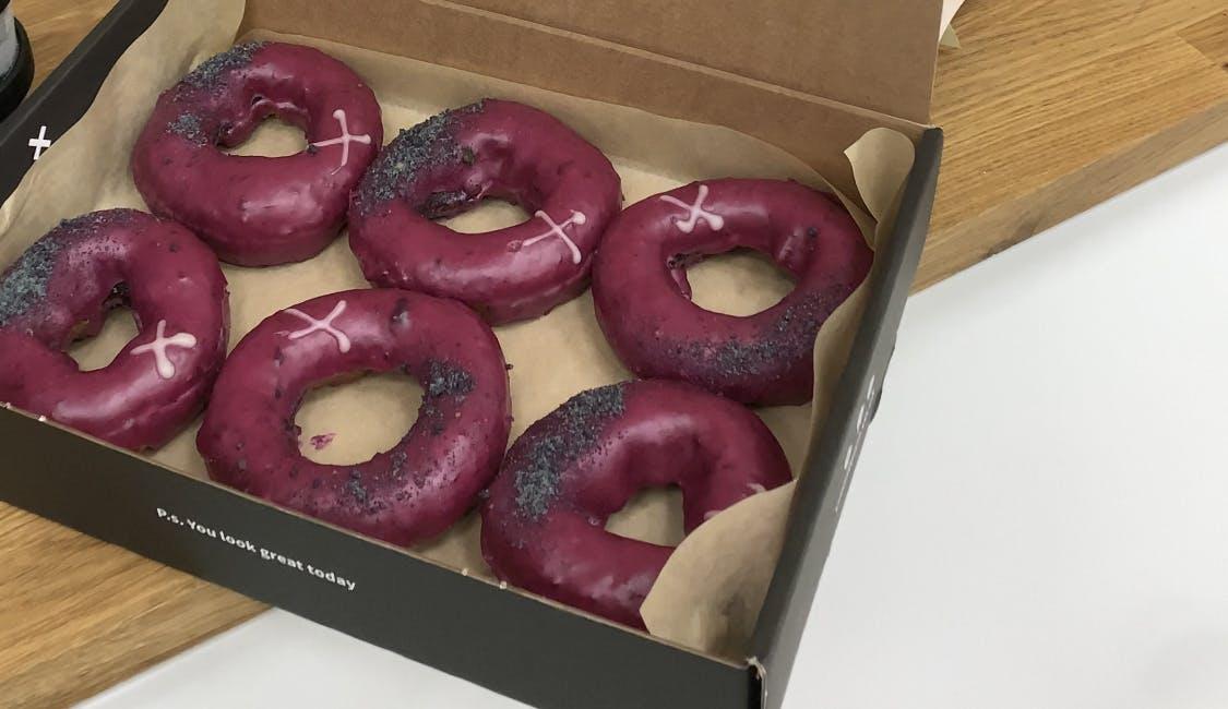 6 pack of doughnuts