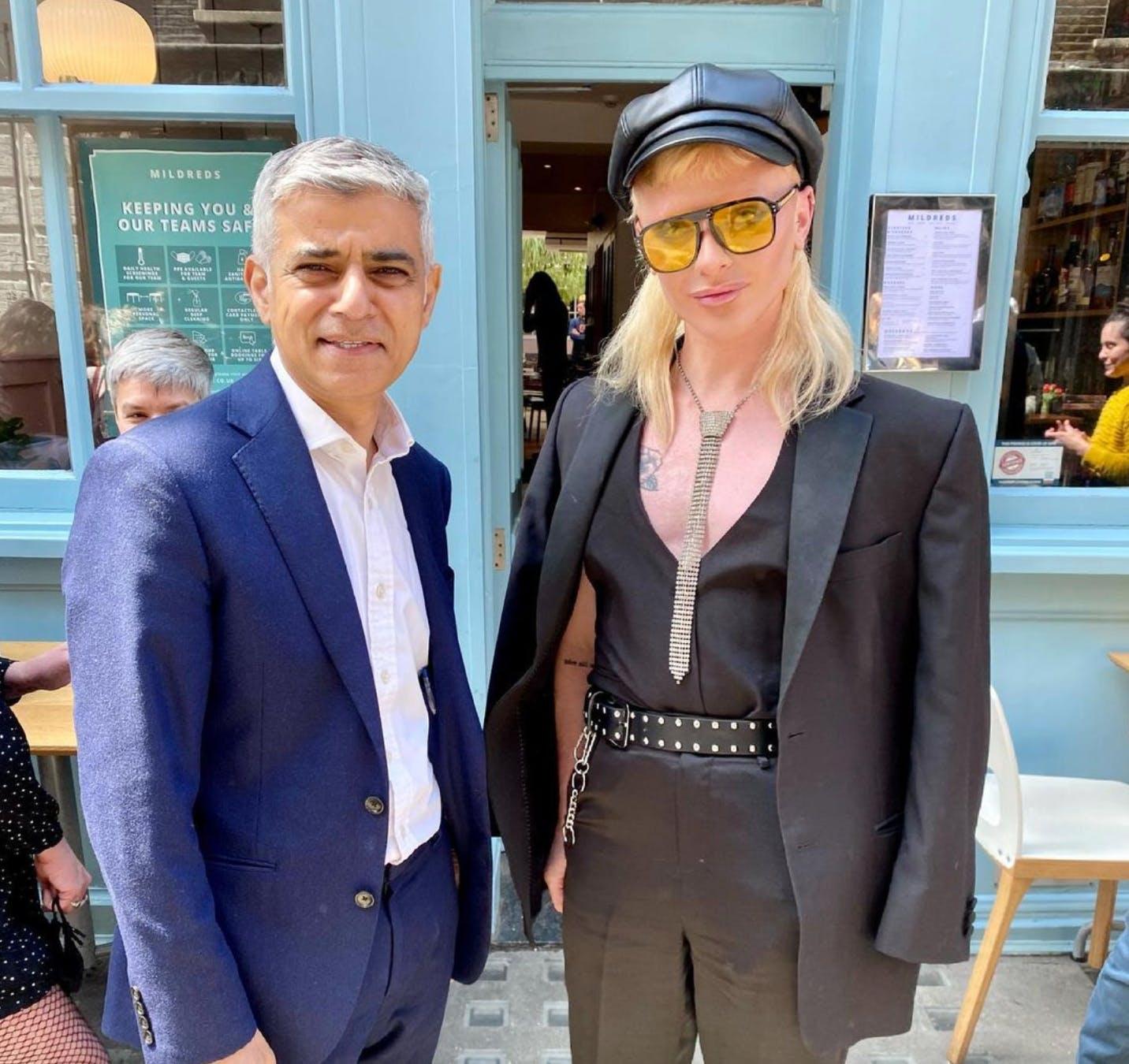 bimini and sadiq outside a cafe