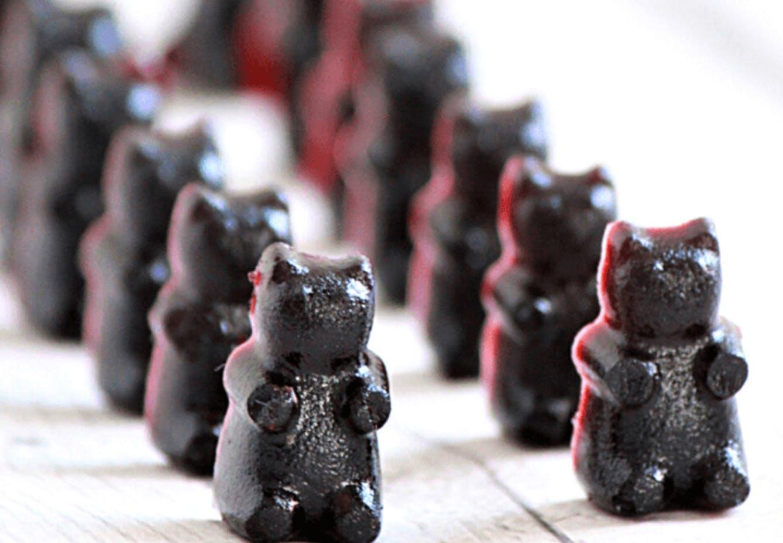 rows of bear shaped elderberry gummies