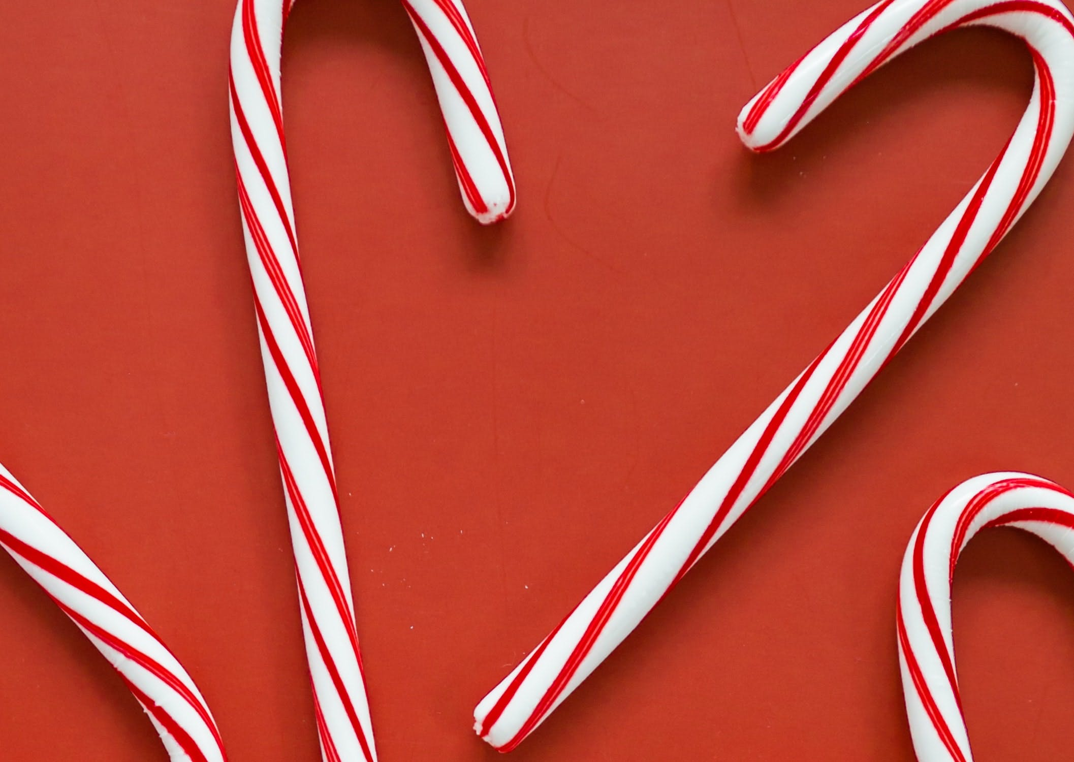 candy canes  in a circle