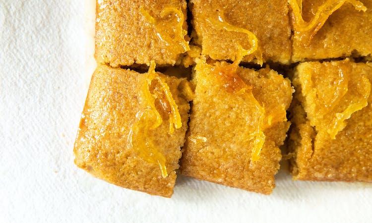vegan lemon drizzle cake