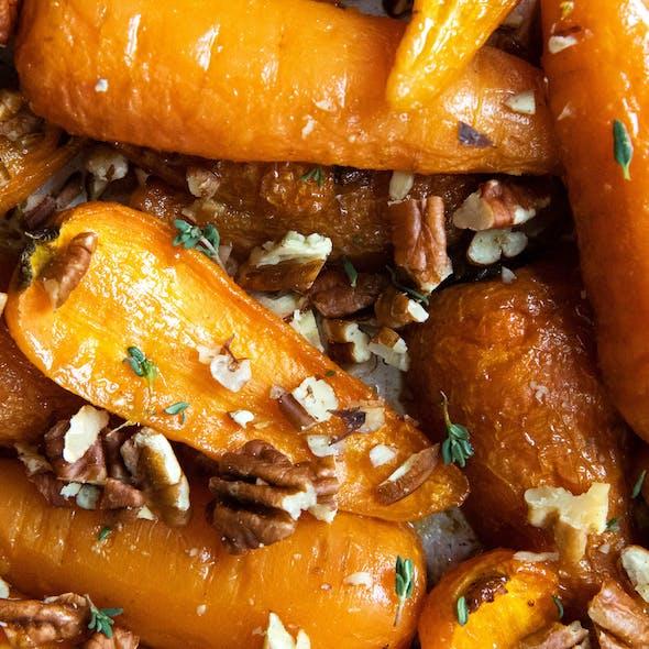 close up maple glazed roast carrots