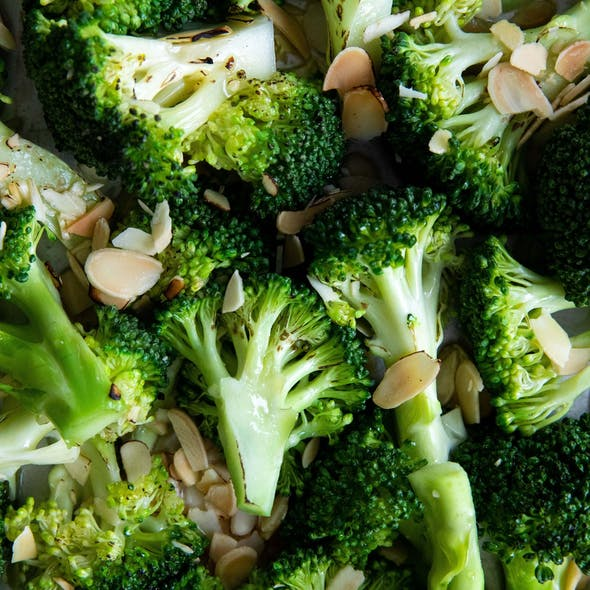 Broccoli and flaked almonds