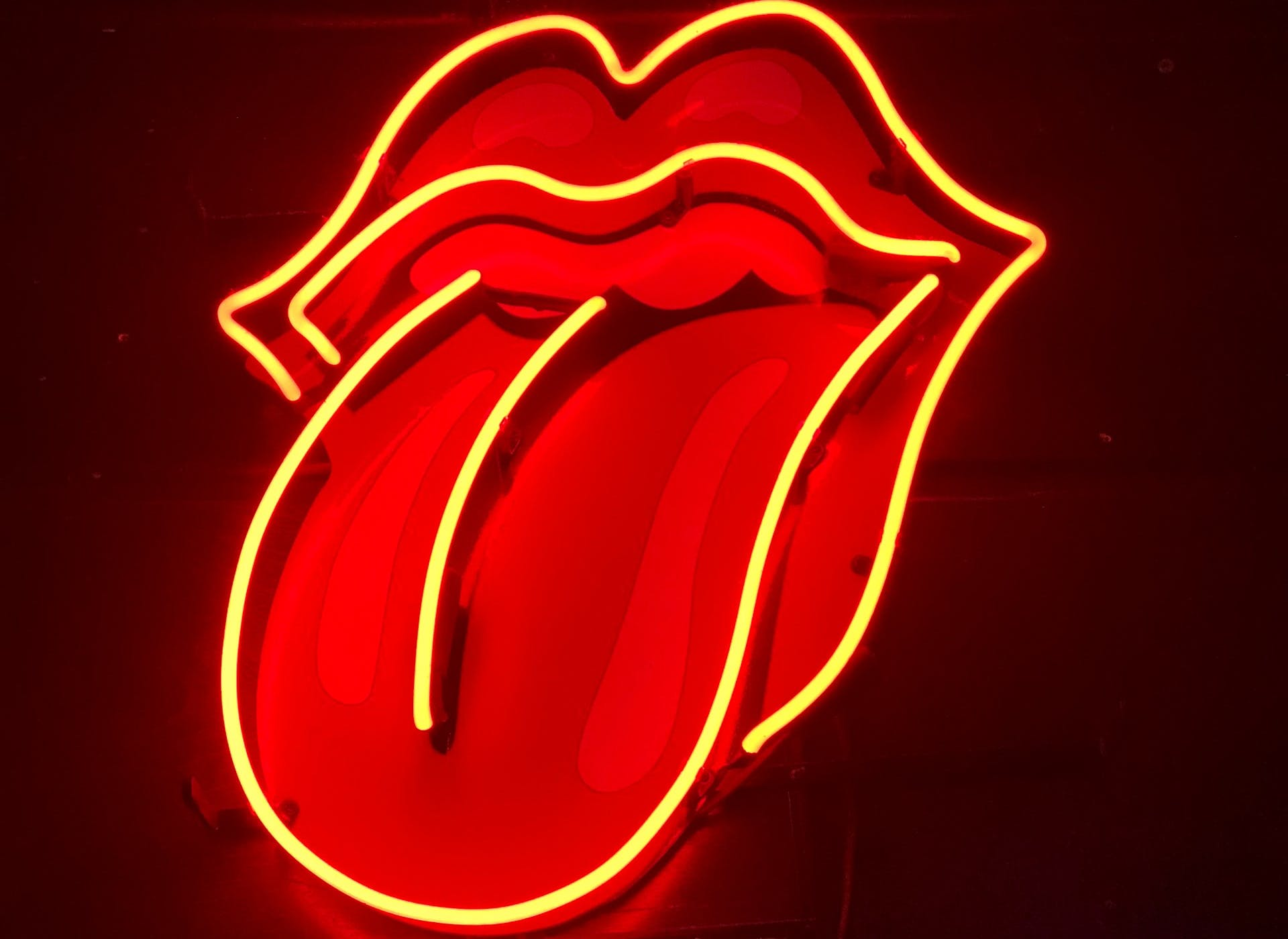 neon tongue sign