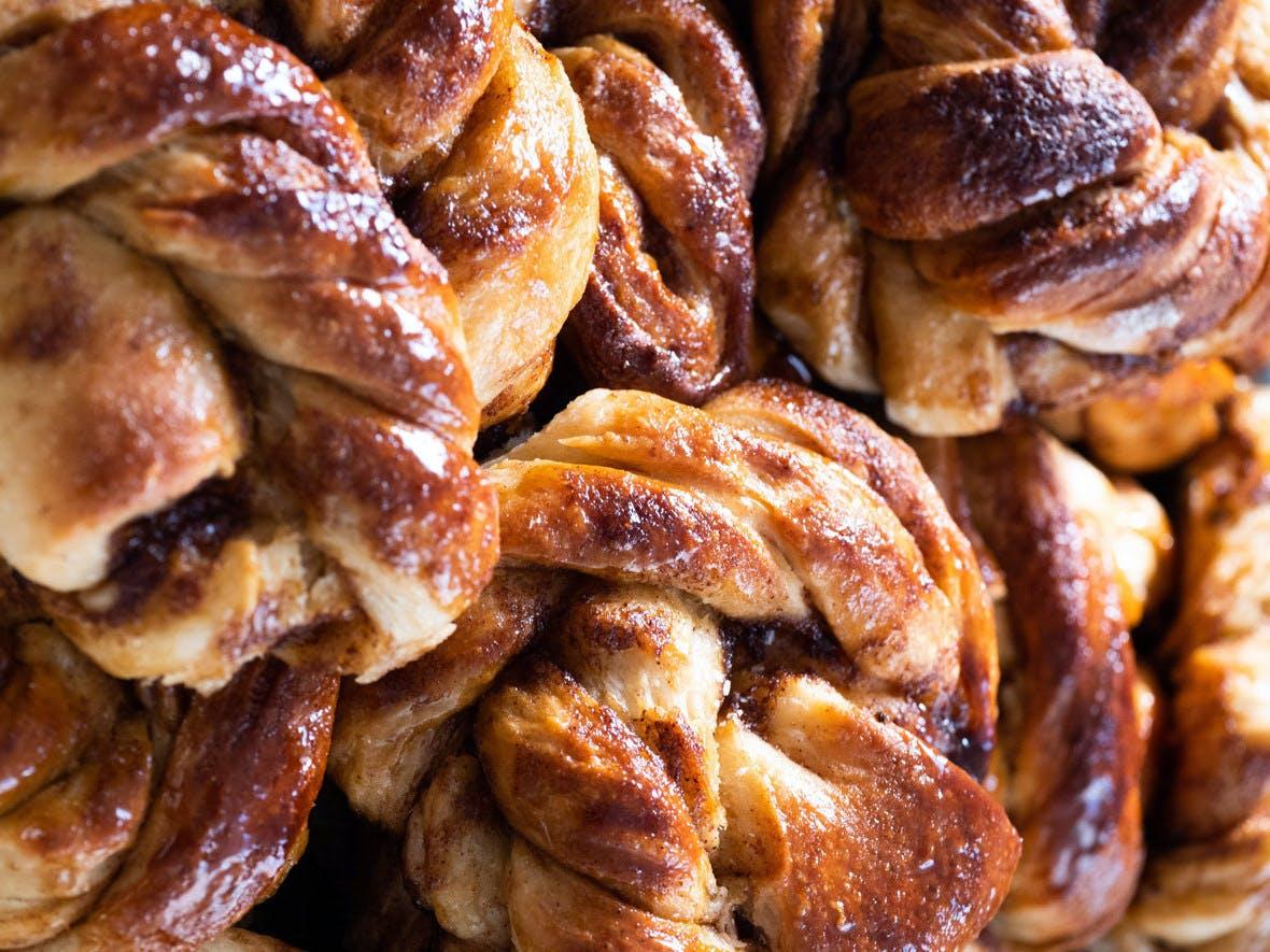 macro image of vegan cinnamon buns
