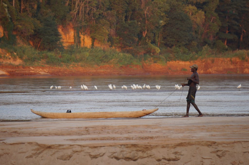 A local fisherman, who also gave us some honeycombs, decided to stop and fish in the presence of birds.