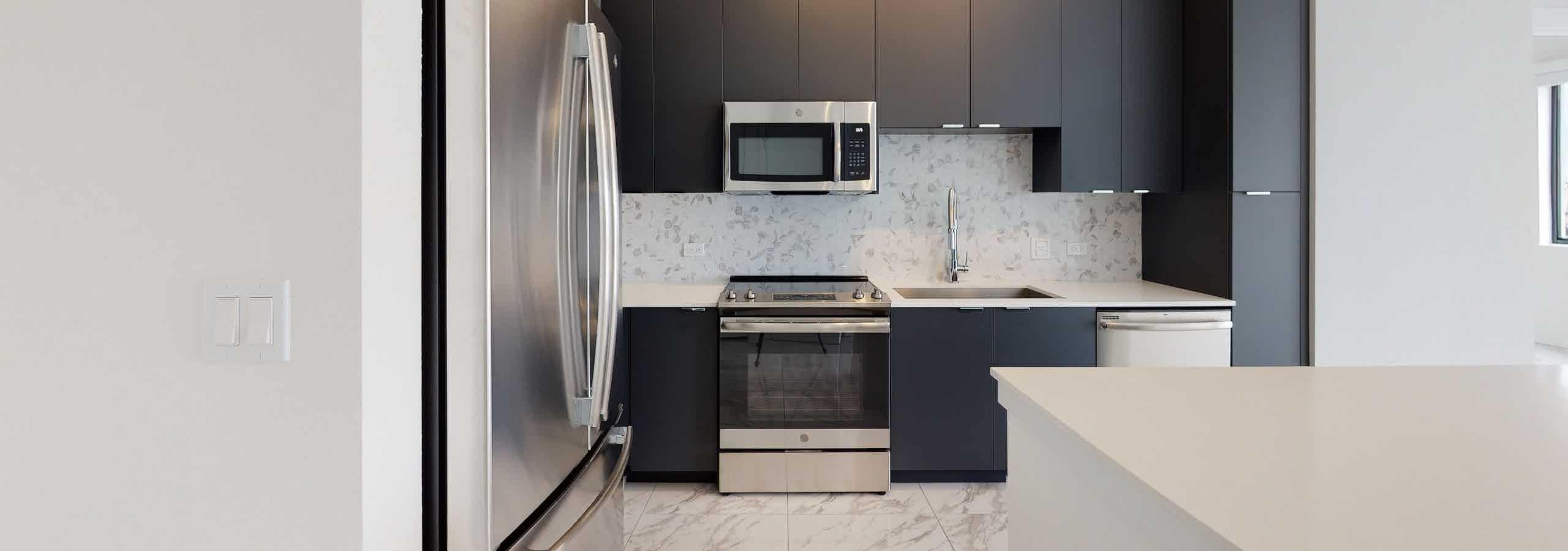 Island kitchen with quartz countertop