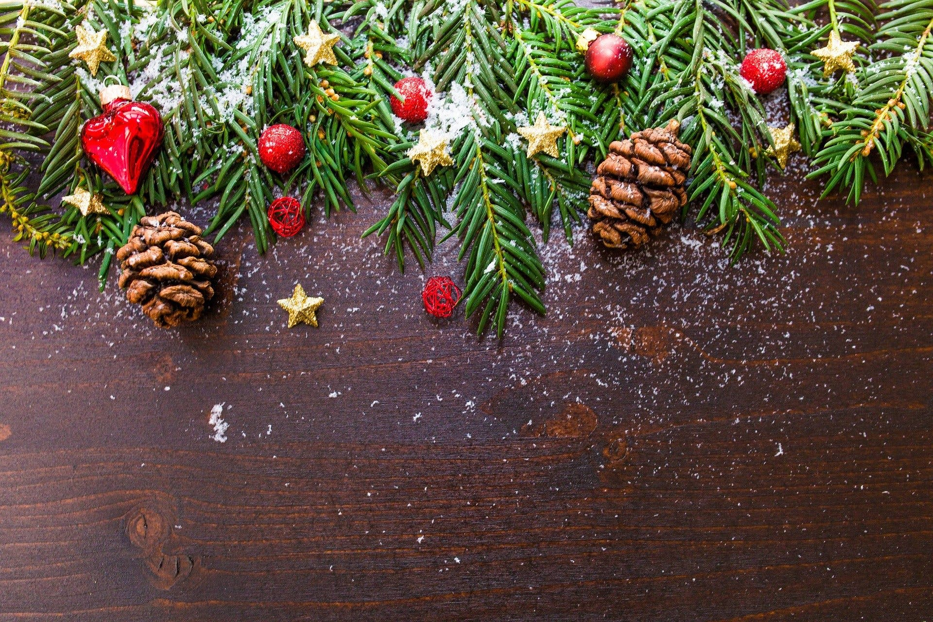 Holiday decorations with pine cones and branches