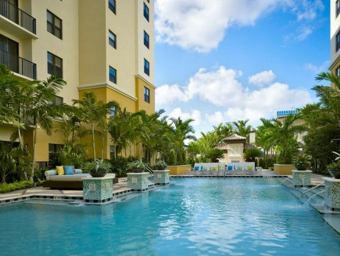 Amazing Florida Luxury Apartment Pool