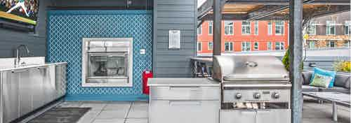 AMLI 535 rooftop deck with barbecue grills fireplace and patio seating