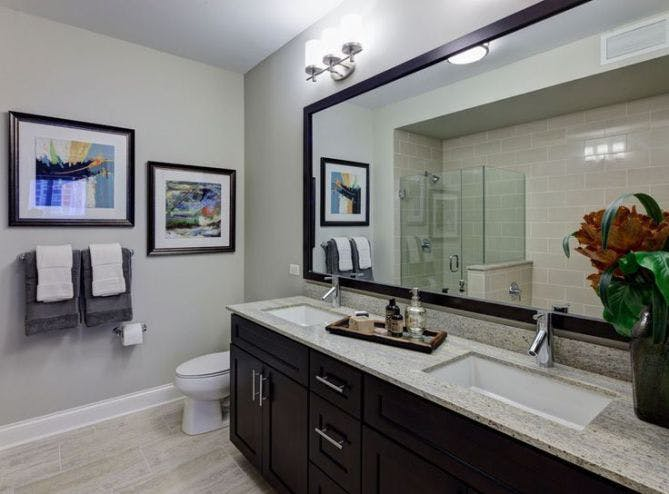 AMLI River North luxury apartment Chicago bathroom