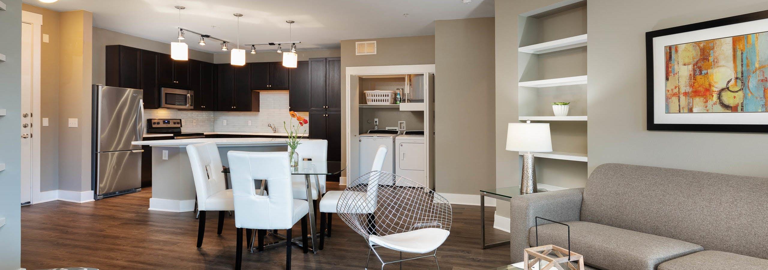 Dining & living room witrh built-in shelves