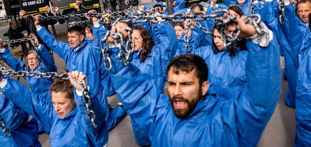 Remise de pétition pour libération des minorités musulmanes détenues dans le Xinjiang. Paris