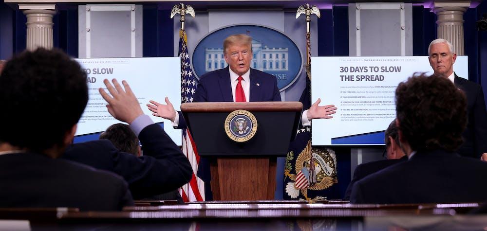 Le président américain Donald Trump participe au briefing quotidien du groupe de travail sur les coronavirus dans la salle Brady Briefing à la Maison Blanche le 31 mars 2020
