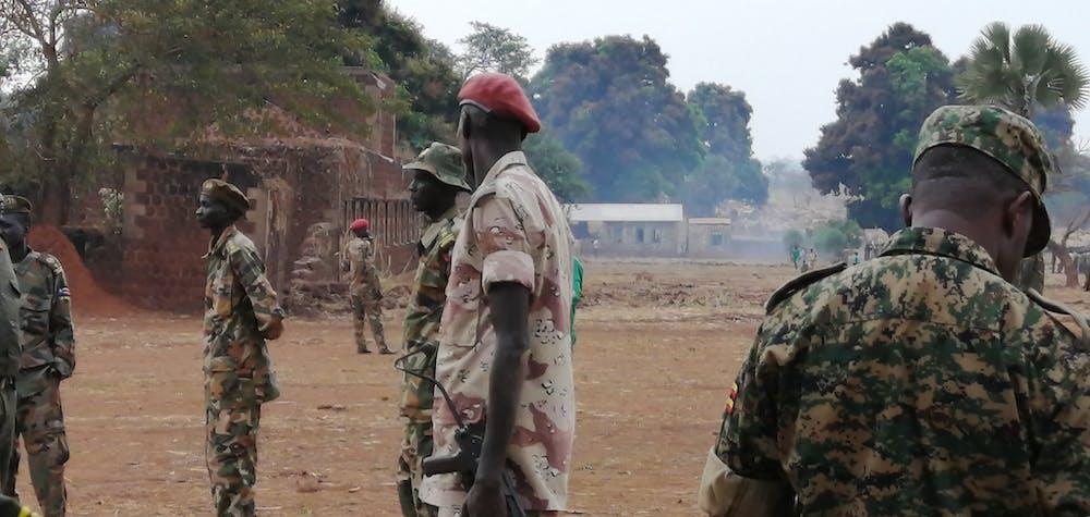 mages prises lorsque le chercheur d'Amnesty au Soudan du Sud et l'enquêteur sur les armes et les opérations militaires de l'équipe d'intervention en cas de crise ont visité 12 sites d'entraînement militaire au Soudan du Sud au début de 2020 pour documenter les violations de l'embargo des Nations Unies sur les armes. Ils ont également été témoins de preuves d'utilisation d'enfants soldats et de détournement d'armes