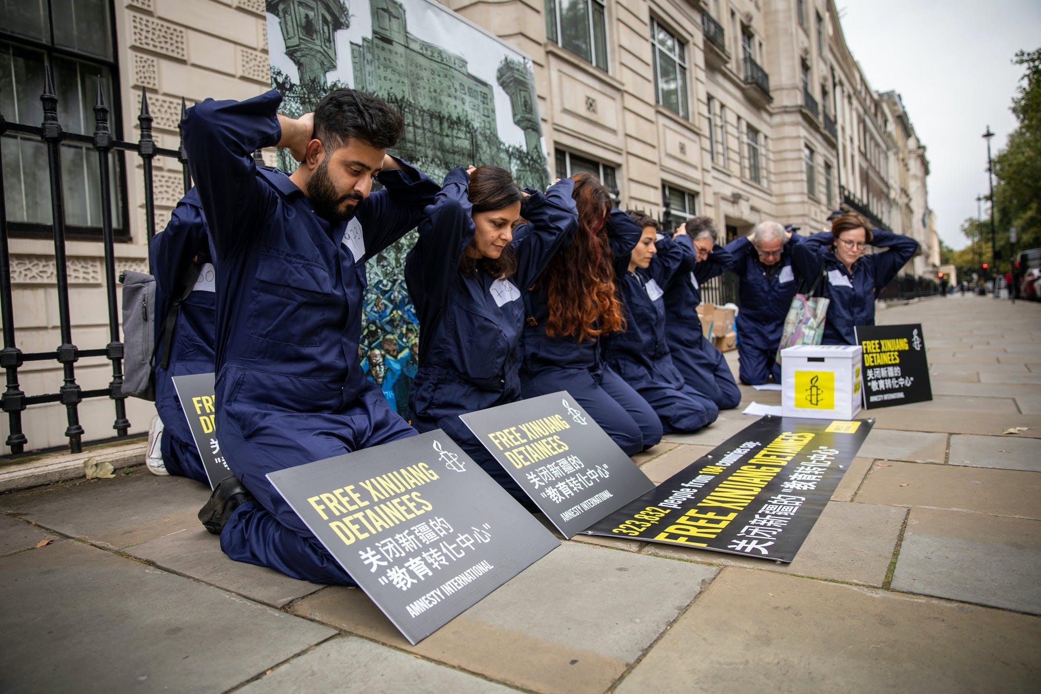 Remise de pétition pour libération des minorités musulmanes détenues dans le Xinjiang. Londres