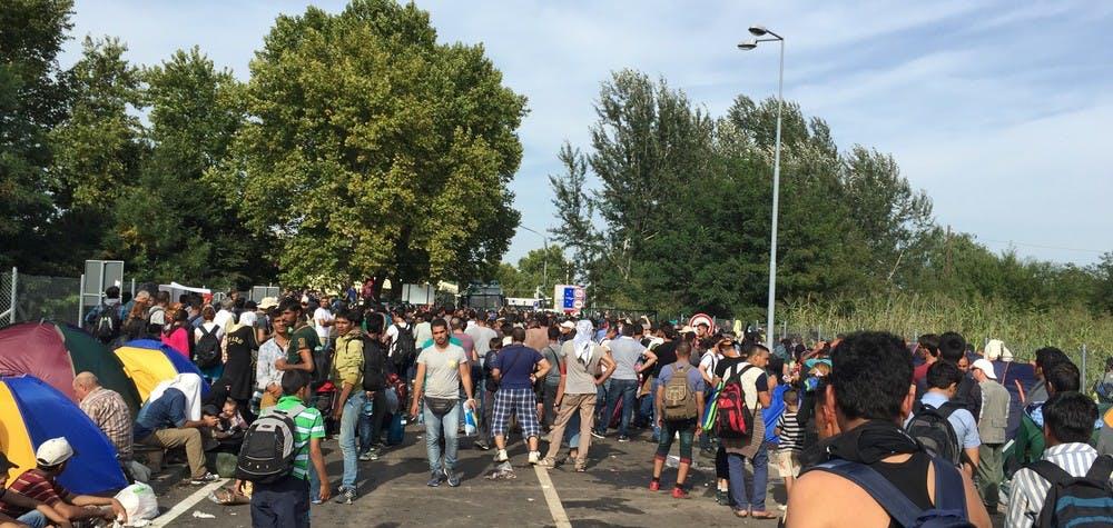 Réfugiés à la frontière entre la Hongrie et la Serbie