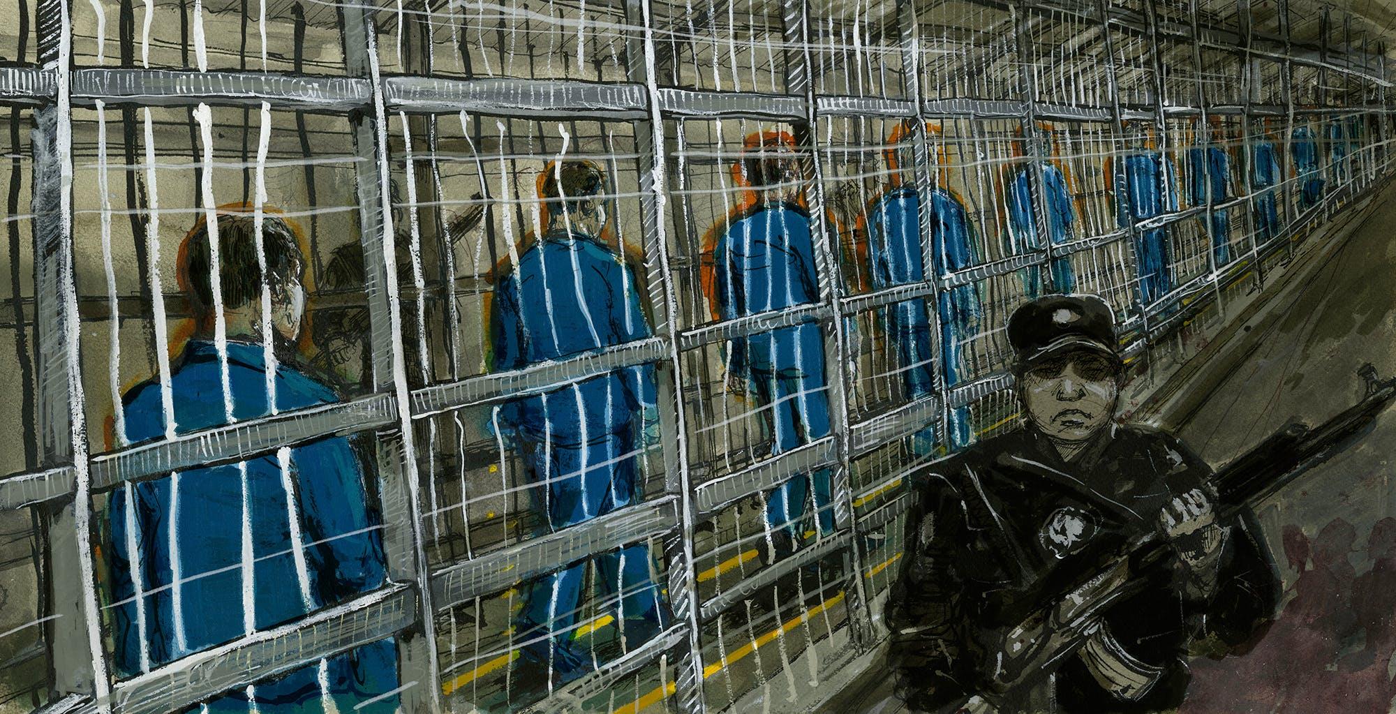Les détenus traversent une étroite enceinte clôturée - en fait une cage - pour se rendre du bâtiment où se trouvent leurs cellules à celui où se trouvent leurs salles de classe.