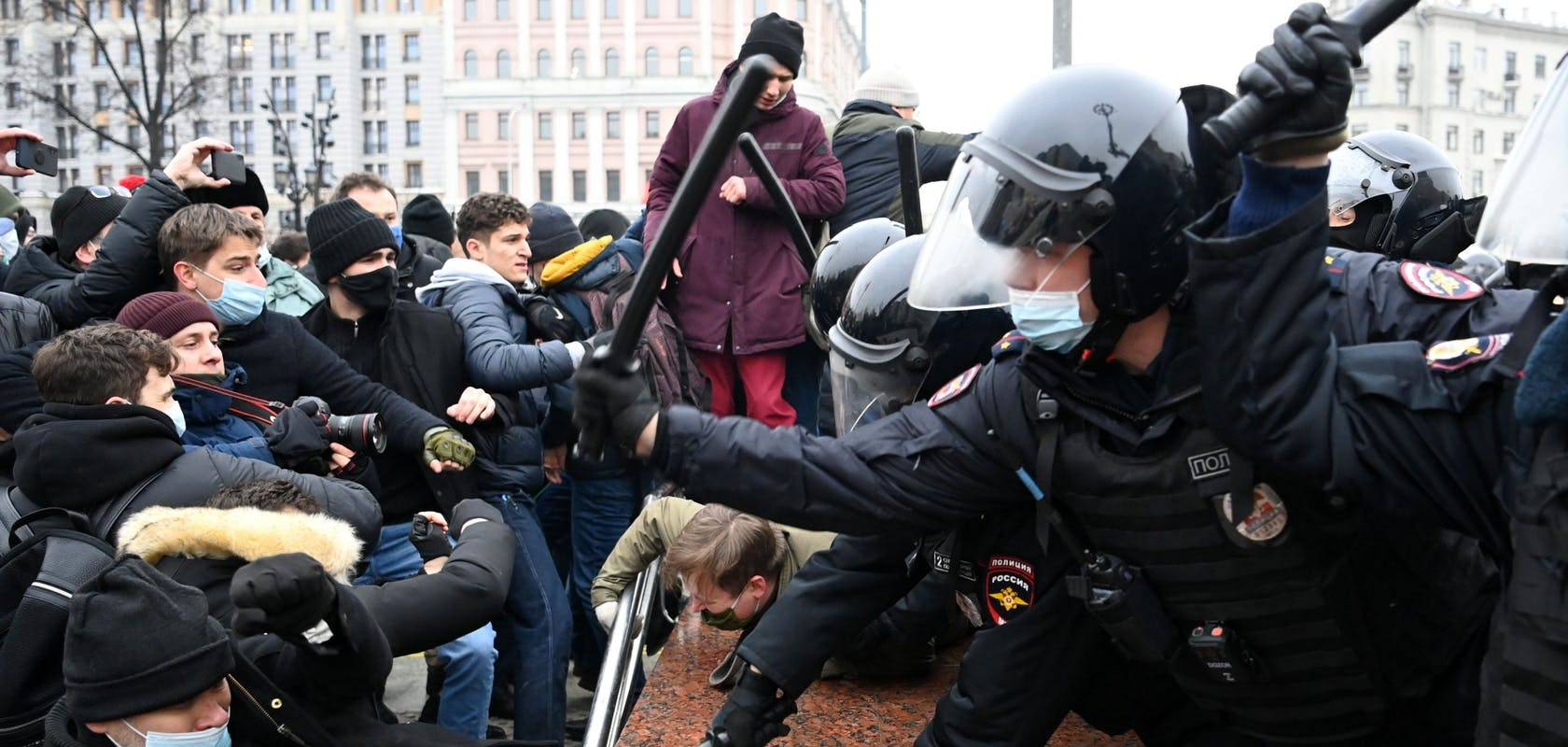 5ab103ff-9e77-453b-bd44-e163d3388cb6_Russie-manifestations-Navalny-getty.jpg?auto=compress,format&rect=0,0,1920,914&w=1680&h=800