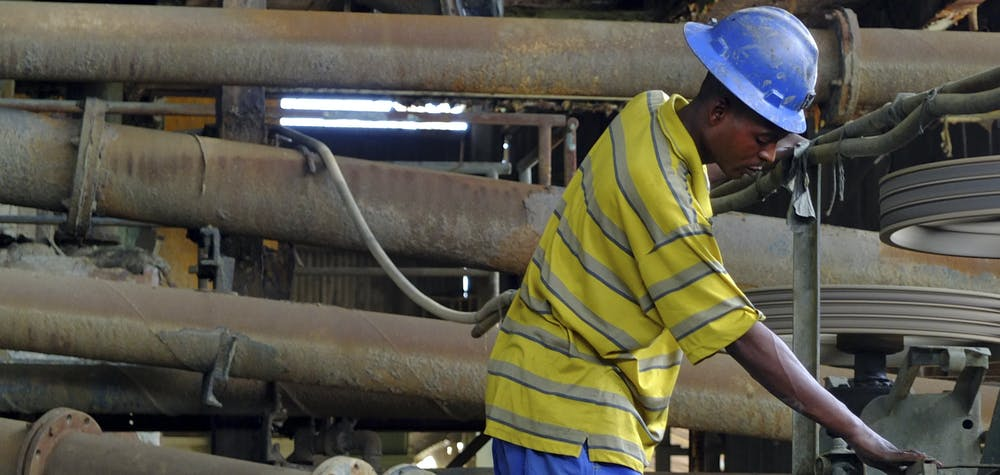 Une charrue travaille au concentrateur de cuivre de la société minière d'État congolaise Gecamines à son opération de Kambove dans la province méridionale du Katanga le 31 janvier 2013.