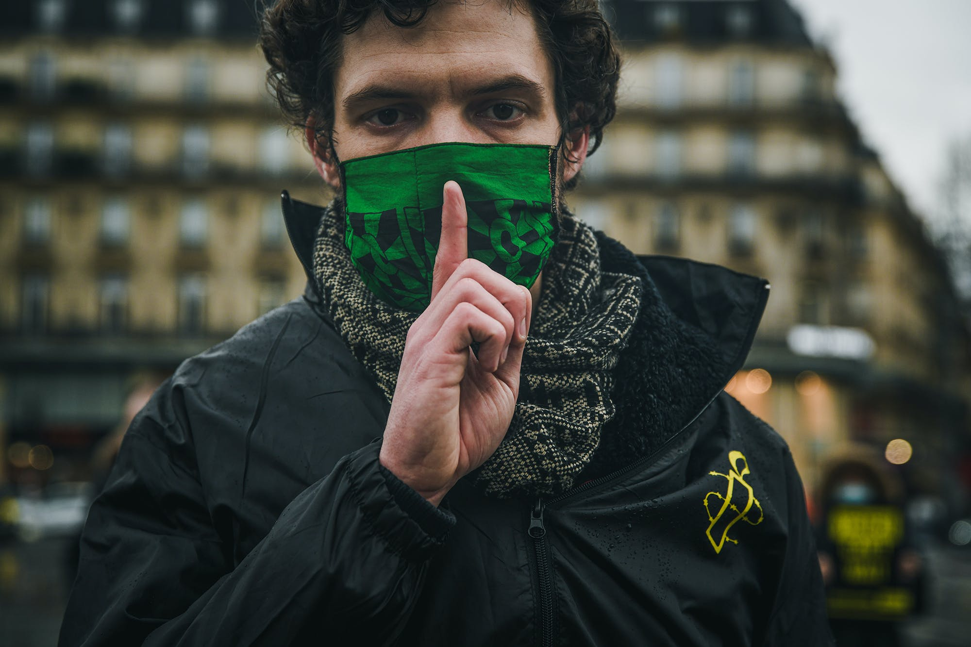 Mobilisation sur la place de la République à Paris pour dénoncer les ventes illégales d'armes de la France