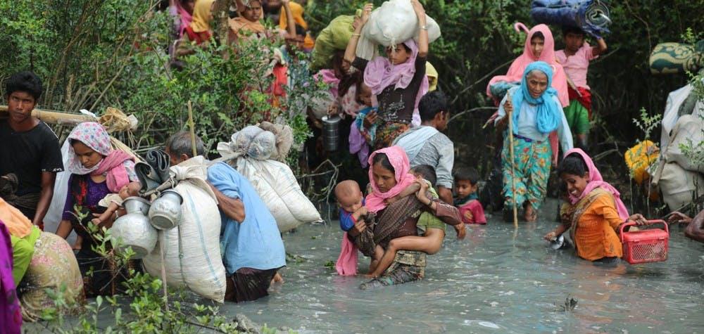 Des Rohingyas traversent la frontière vers le Bangladesh pour fuir le Myanmar 07/09/2017 © Zakir Hossain Chowdhury/Anadolu Agency/Getty Images
