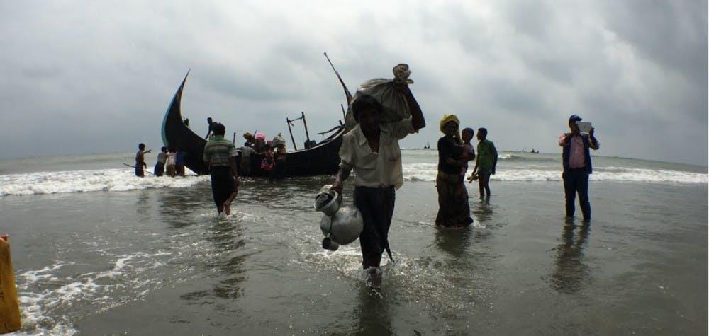 Réfugiés Rohingya à la descente de bateau en provenance du Myanmar près du village de Shamlapur, Cox Bazar, Bangladesh. 06/09/2017