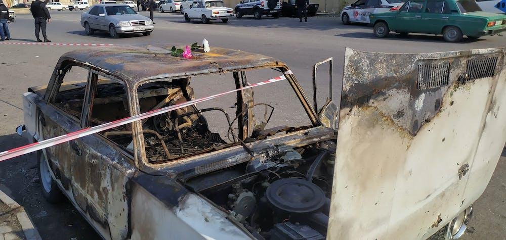 La photo montre une voiture endommagée après le bombardement du 28 octobre, dans la ville de Barda, Azerbaïdjan. La confrontation meurtrière entre l'Azerbaïdjan et l'Arménie au sujet de la région du Karabakh, dominée par les Arméniens, se poursuit depuis fin septembre //