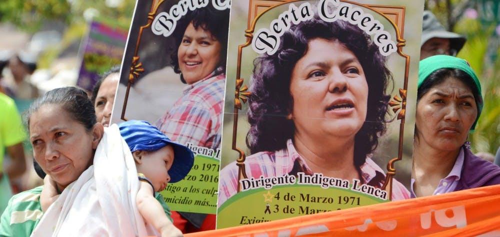 Portrait de Berta Caceres défenseure de l'environnement assassinée - manifestation à Tegucigalpa 08/32016
