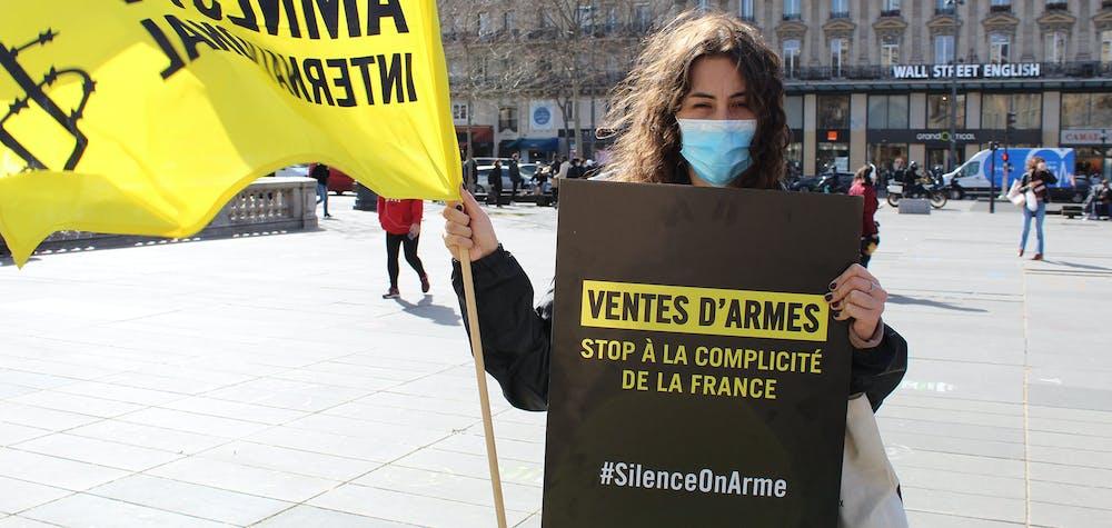 Mobilisation hebdomadaire sur la place de la République à Paris pour exiger l'arrêt des ventes d'armes à l'Arabie saoudite et aux Emirats arabes unis
