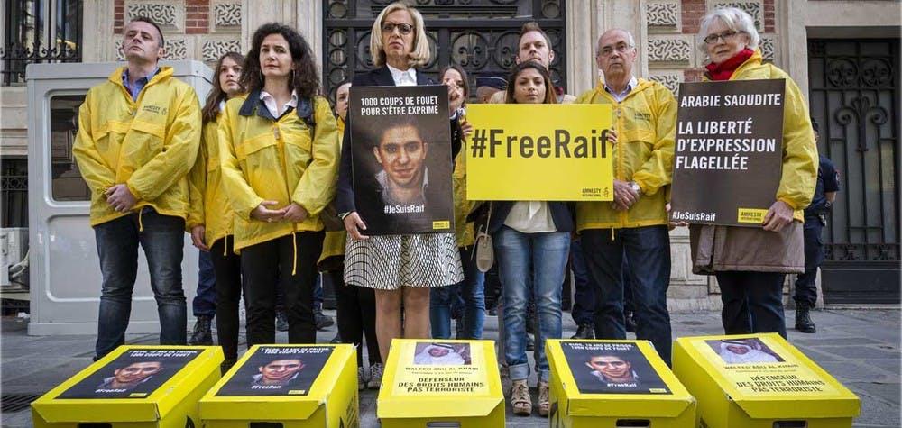 Remise de 230 000 pétitions devant l'ambassade d'Arabie Saoudite, pour la libération de Raif Badawi et Waleed Abu Al-Khair,17/05/2016 © Pierre-Yves Brunaud / Picturetank