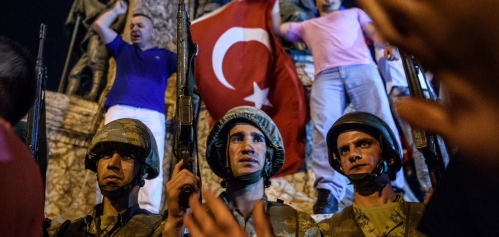 Soldats turcs sur la place Taksim le 16 juillet 2016